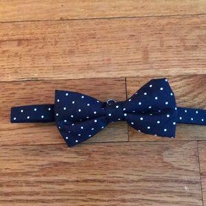 EUC Boys Bow tie w/adjustable collar